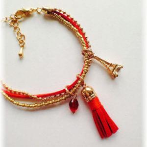 Frau muss nicht nach Paris fahren um den Eifelturm zu sehen! Zartes Armband aus rotem Velourleder kombiniert mit zwei vergoldeten Perlenarmbändern
