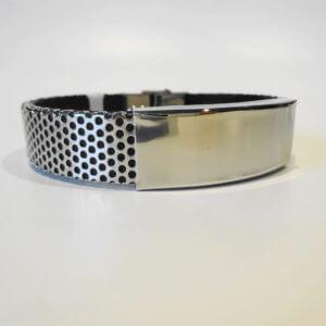 Echt Männlich ! Armband Edelstahl gelöchertunterlegt mit schwarzem Kautschuk